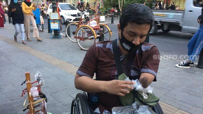 Kisah Hidup Denis Prastyo, Penyandang Disabilitas yang Pantang Menyerah