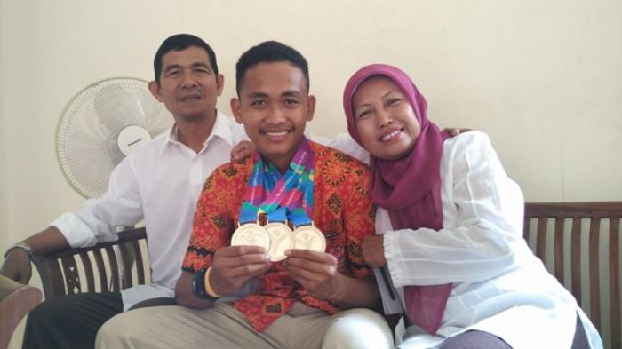 Dimas Prasetyo, Atlet Bulutangkis Tuna Grahita
