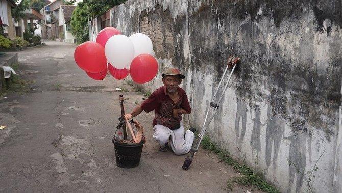 Mbah Gayeng si Penjual Balon, Pemberi Makan Anak Jalanan