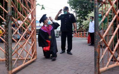 Halim, Penyandang Disabilitas Raih Gelar Sarjana