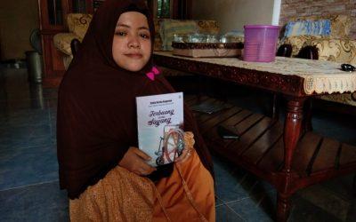 Stella Rosita, Penyandang Disabilitas Jombang Penulis Buku