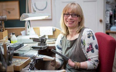 Annette, Desainer Hebat Tanpa Kedua Tangan
