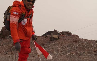 Sabar Gorky, Pendaki Satu Kaki yang Mencapai Puncak