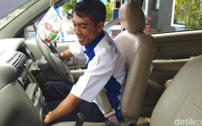 Subandi Pria Dengan Keterbatasan Jadi Penguji Praktik SIM