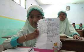 Semangat Nur Alifah Jairini walaupun Tanpa Telapak Tangan Dan Kaki