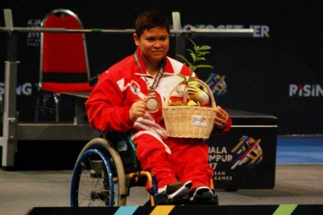 Rani Puji Astusi Atlet Angkat Berat Asian Para Games 2018
